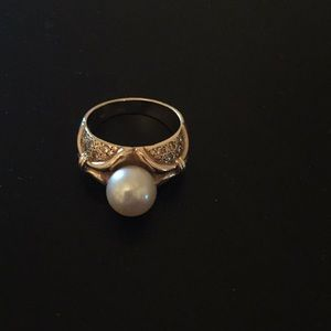 Jewelry - 14 karat gold ring with Pearl and diamonds